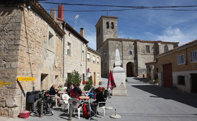 Hornillos-del-camino-plaza